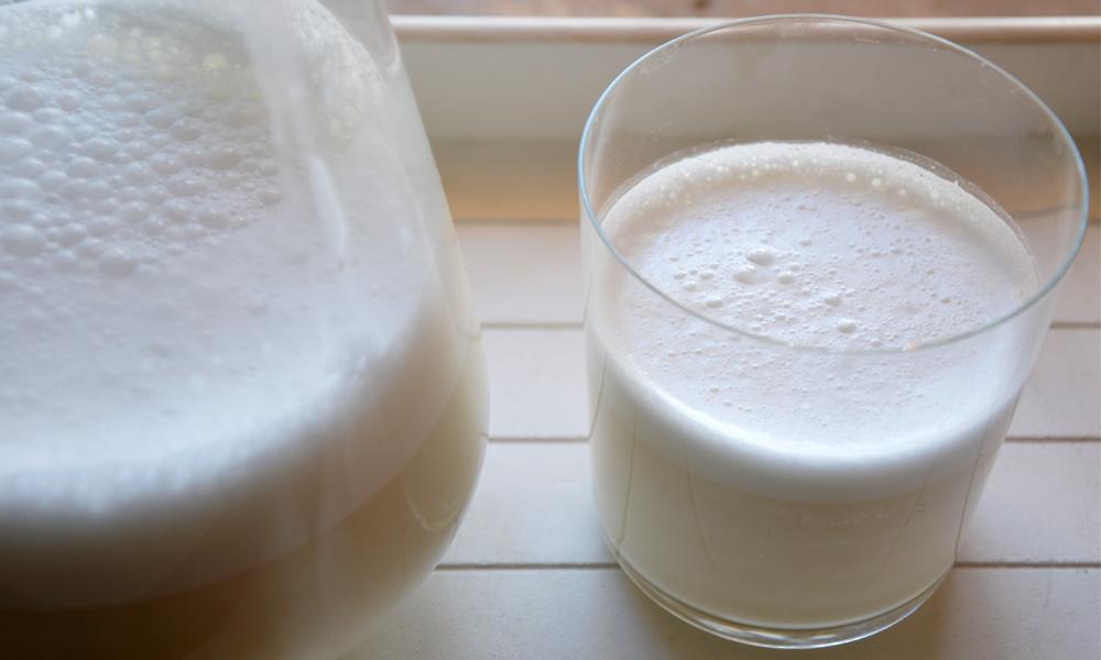 Bicchiere di latte di mandorle
