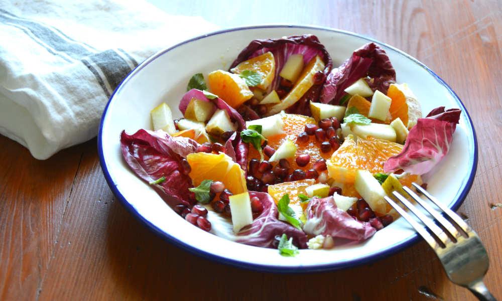 Insalata di radicchio, pera, arancio, melograno e menta