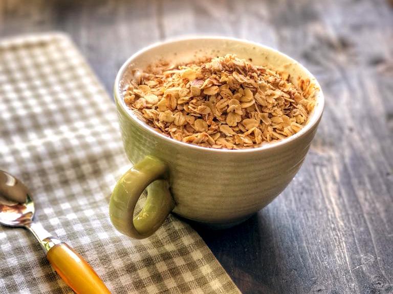 Muesli d'avena cannella e cacao con latte di noci