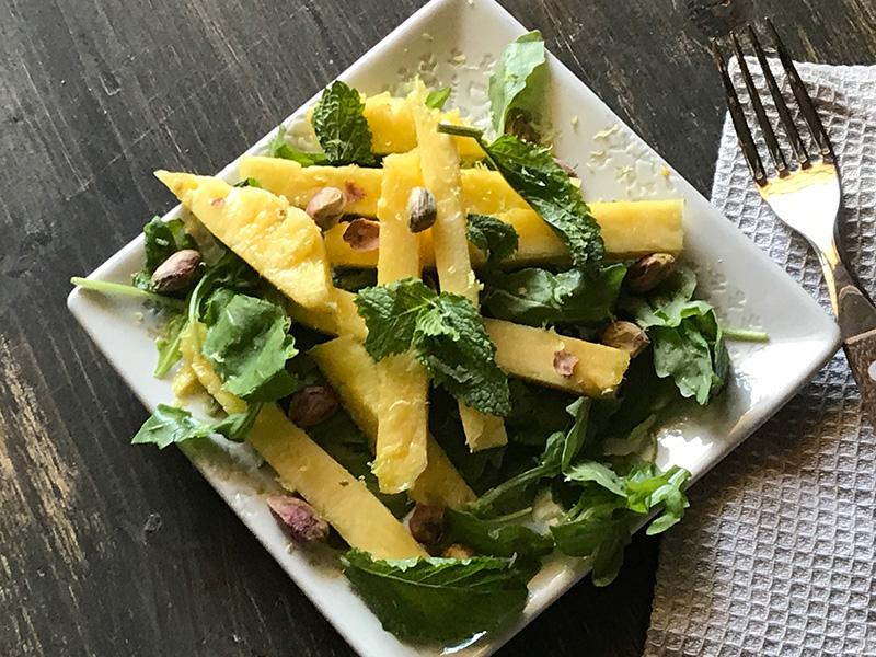 Rucola, ananas, menta. pistacchio